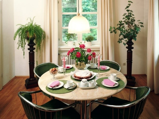 چیدمان میز ناهارخوری در منزل