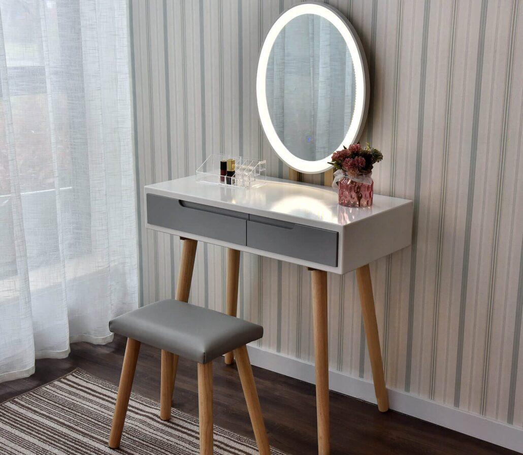 میز آرایشی در اتاق خواب